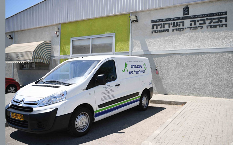 רכב של השירות הווטרינרי העירוני (צילום: ראובן כהן, דוברות עיריית חיפה)