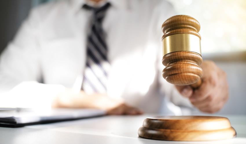 עורך דין פלילי בעכו – תומר יפרח (צילום: א.ס.א.פ קריאייטיב INGIMAGE)