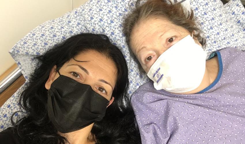 """רייצ'ל אטיאס ואמה חנה ז""""ל. """"בחיים לא חשבתי שאהיה מסוגלת לעמוד מול גופה, לא כל שכן הגופה של אמא שלי"""""""