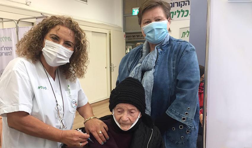 ברכה וייץ והאחות חנה אילוז (צילום: דוברות שירותי בריאות כללית)