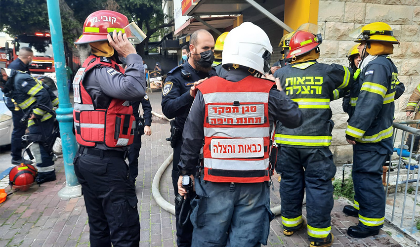 זירת השריפה בהדר (צילום: דוברות שירותי הכבאות וההצלה)