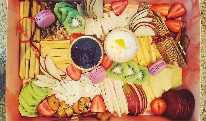 מארז הגבינות והפינוקים של רוית בליטי (צילום מתוך דף הפייסבוק Say Cheese)