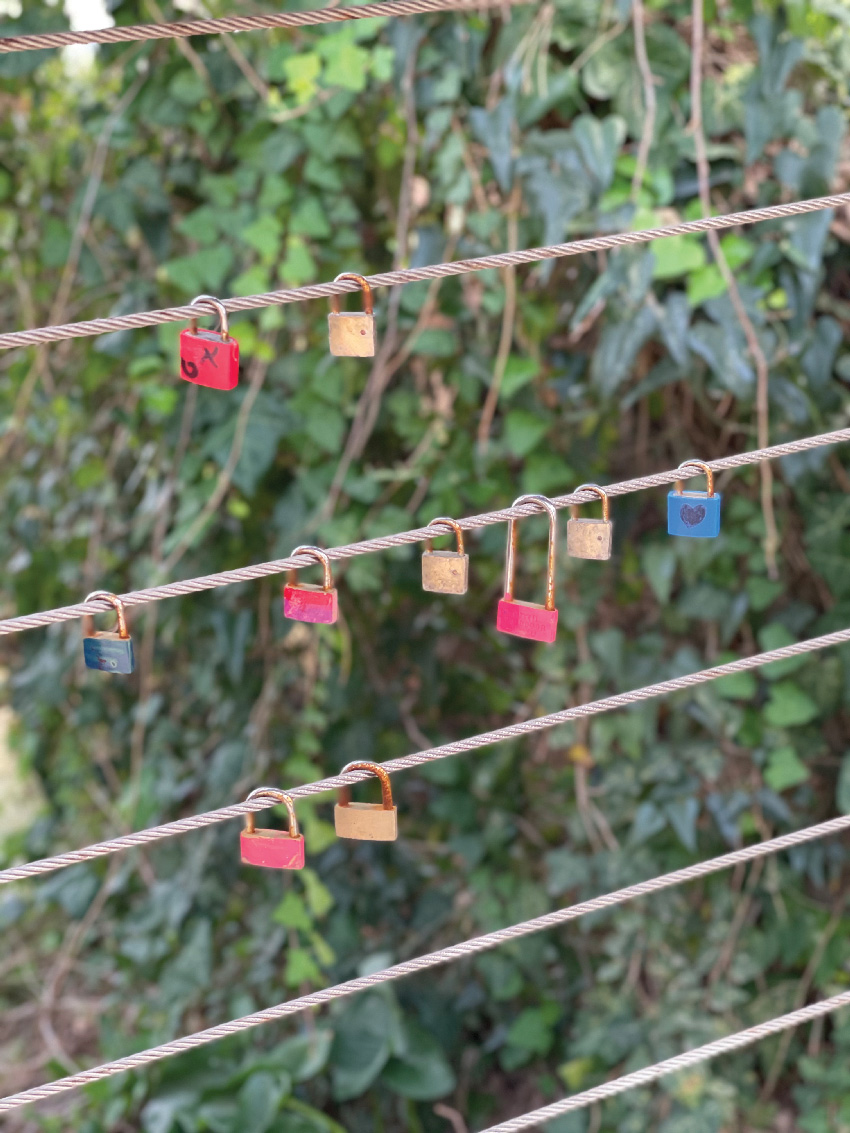 המנעולים בטיילת לואי (צילום: שירי ויצנר)