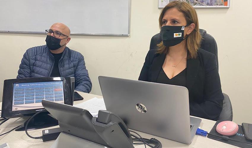"""השרה להגנת הסביבה גילה גמליאל ומנכ""""ל המשרד דוד יהלומי בהערכת המצב (צילום: המשרד להגנת הסביבה)"""