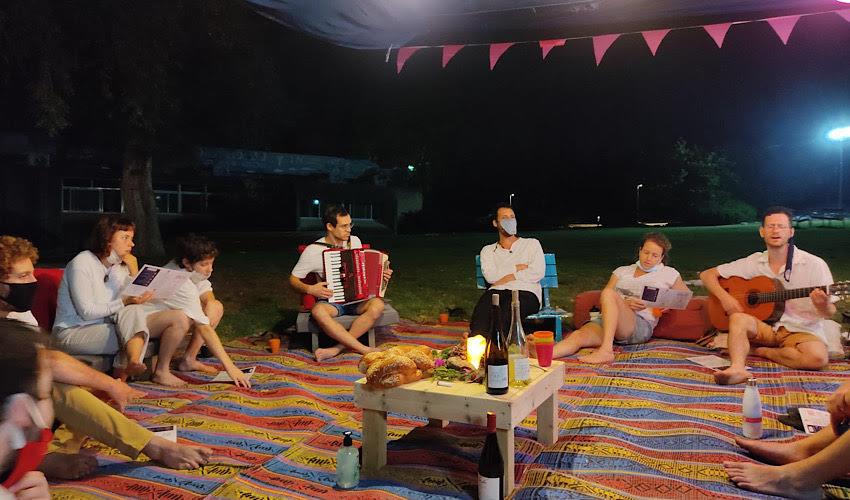 ערב שירה ונגינה (צילום מתוך דף הפייסבוק של רוג'ום חיפה)