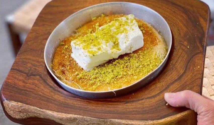 כנאפה וגלידה טורקית של כנאפה על גלגלים