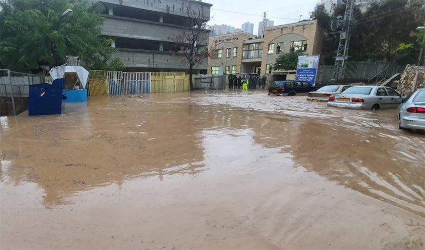 הצפה בחיפה בינואר 2020 (צילום: דוברות איחוד הצלה)