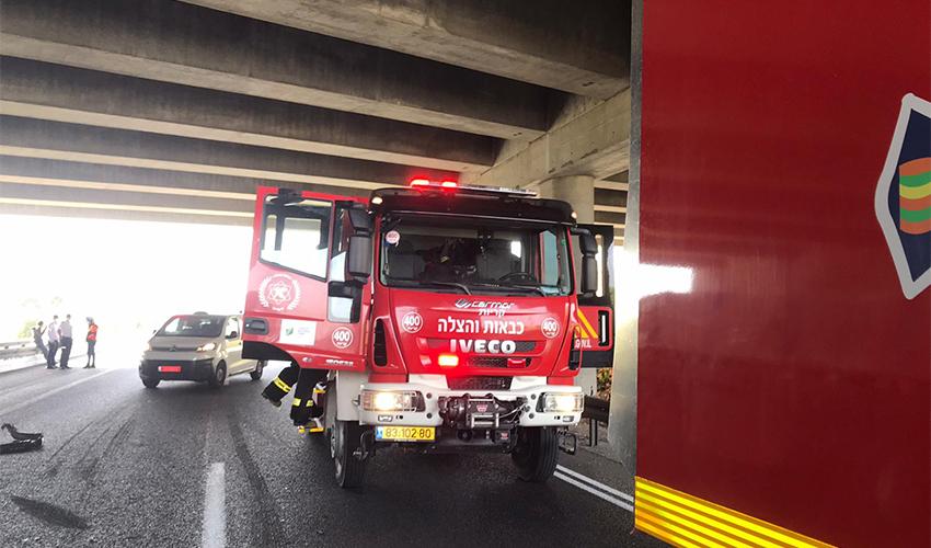 רכב כיבוי במקום התאונה (צילום: דוברות שירותי הכבאות וההצלה)