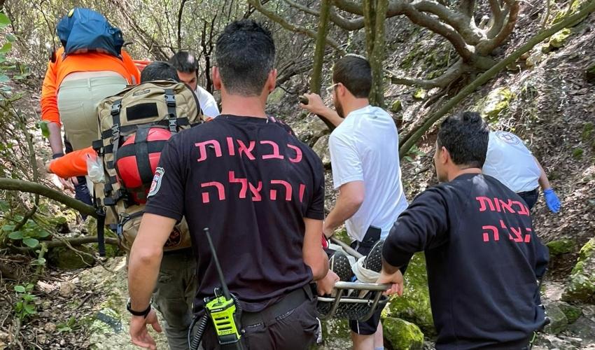 חילוץ המטייל שנפל מוואדי שיח (צילום: דוברות כבאות והצלה)