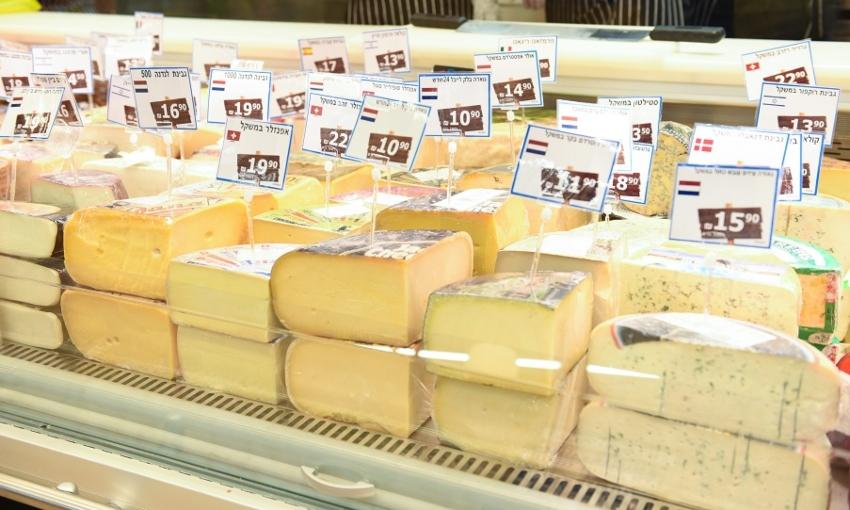 """גבינות משובחות מהארץ ומחו""""ל. מעדניית הגבינות (צילום: יח""""צ)"""