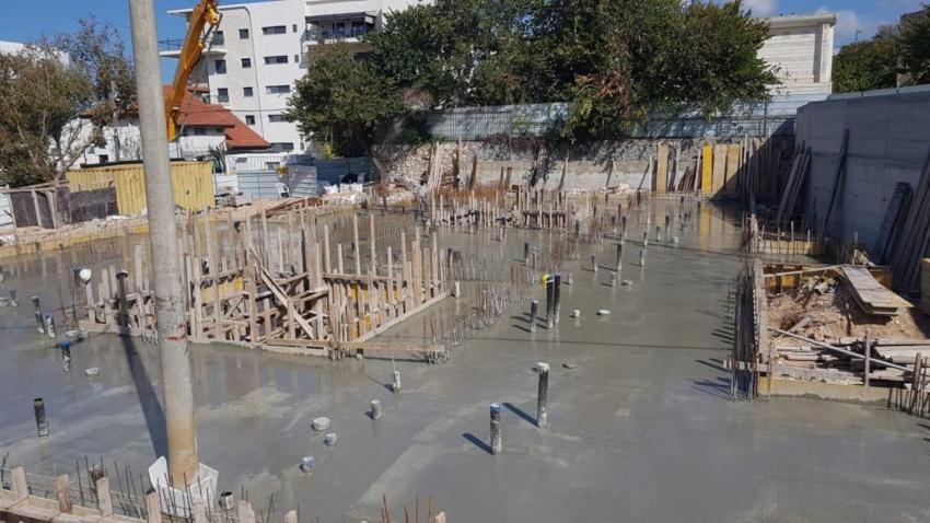 הסתיימה יציקת הבטון. בניית המקווה החדש (צילום: דוברות העירייה)