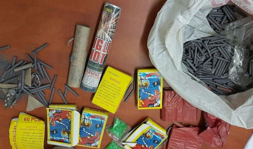 נפצים שהוחרמו בקרית אתא (צילום: דוברות העירייה)