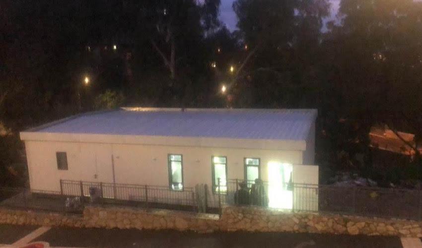 בית הכנסת שהוצב ללא אישור (צלם לא ידוע, שימוש לפי סעיף 27א' לחוק זכויות יוצרים)