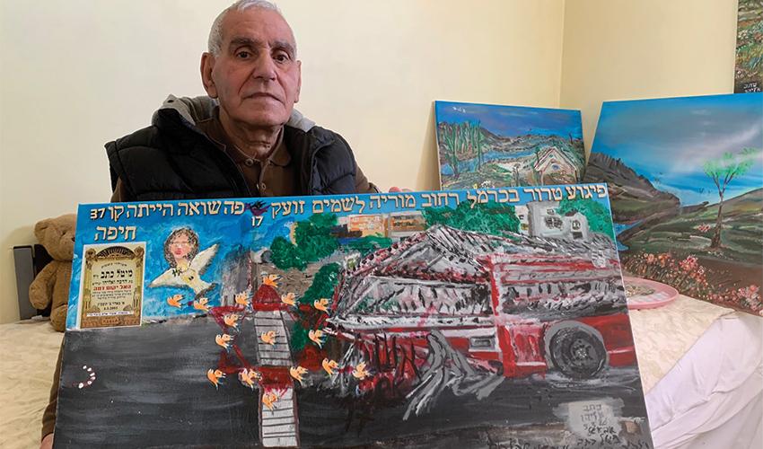 """אליהו כתב והציור של האוטובוס מתפוצץ. """"את הציור הזו עשיתי במחתרת כי הילדים לא רוצים לראות את אבא שלהם בתוך האבל"""" (צילום: חגית הורנשטיין)"""