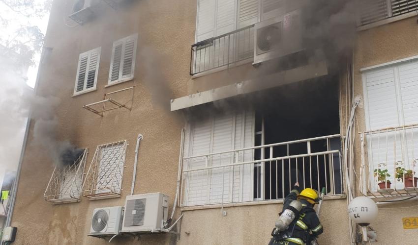 שריפה בבניין מגורים ברחוב יוספטל בקרית אתא (צילום: דוברות כבאות והצלה)