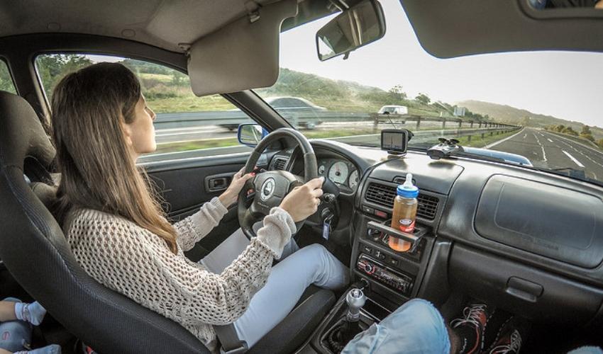 נשים נוהגות בטוח יותר (צילום: עמותת אור ירוק)