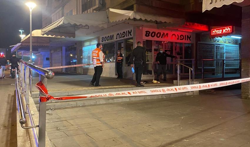 אירוע דקירה ברחוב זבולון בקרית אתא (צילום: דוברות איחוד הצלה)