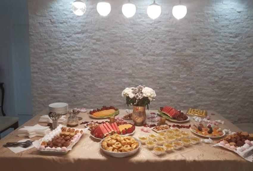 שולחן המימונה בבית משפחת כהן בכרמליה (צילום: משפחת כהן)