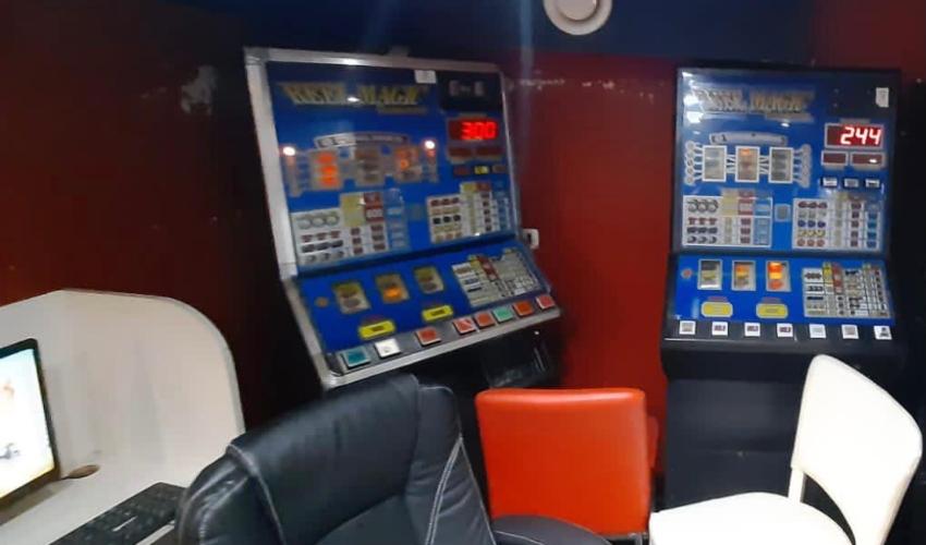 מכונות המזל שהוחרמו (צילום: דוברות המשטרה)