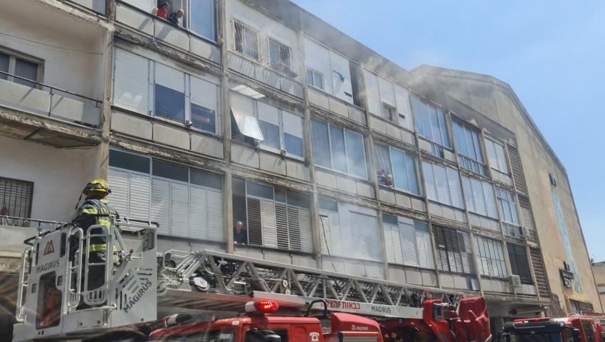 שריפה במבנה קולנוע רון בחיפה (צילום: דוברות כבאות והצלה - מחוז חוף)