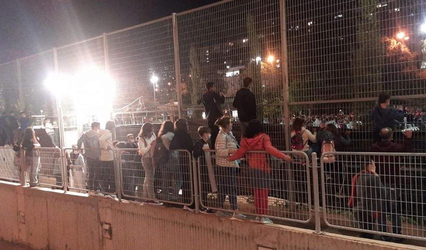 עצמאות חיפה. ילדים ובני נוער על הגדרות בספורטק (צילום: איל ארד)