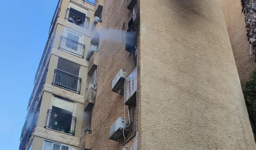 שריפה בבניין מגורים בקרית ים (צילום: דוברות כבאות והצלה - מחוז חוף)