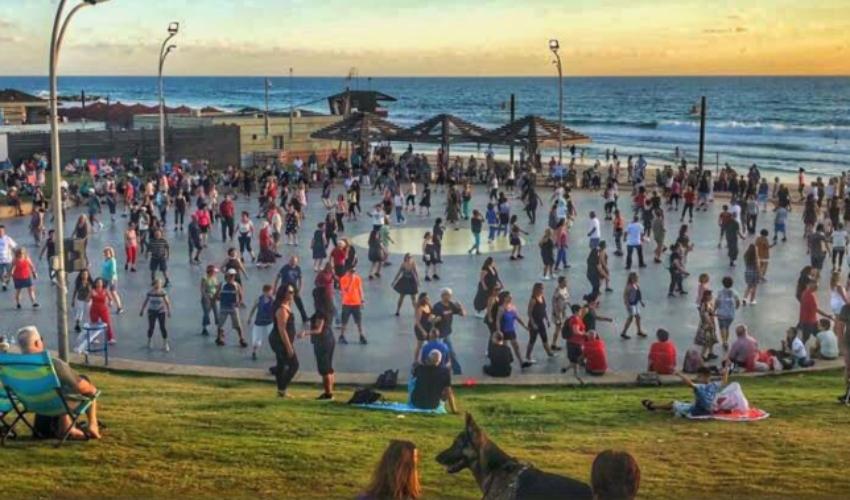 ההרקדות חוזרות לחופים (צילום: דוברות עיריית חיפה)