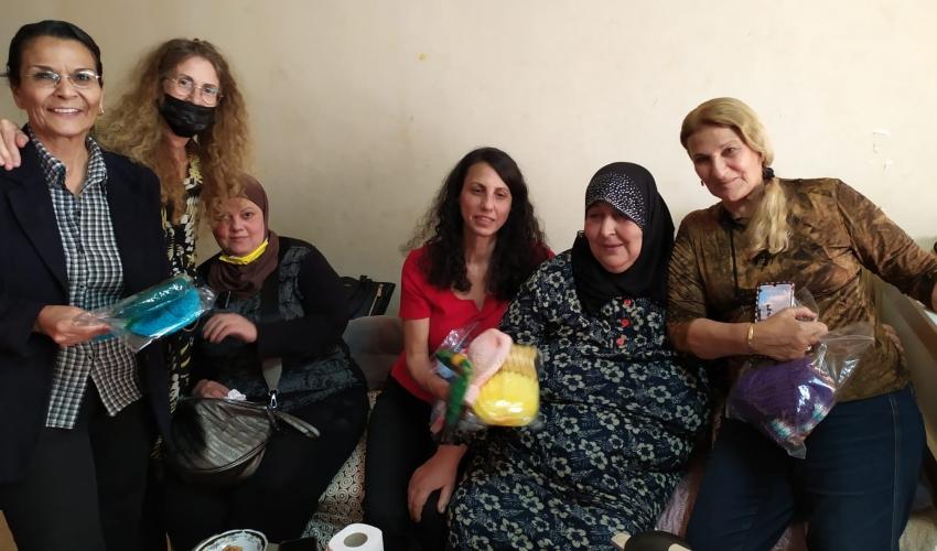 מתנדבות עוצמה בבית משפחת ענבתאוי (צילום: עמותת עוצמה)