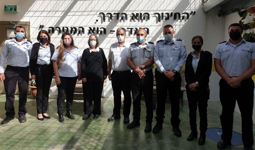 נשיא בית המשפט המחוזי בחיפה רון שפירא בביקור בבית המעצר קישון (צילום: דוברות בתי המשפט)