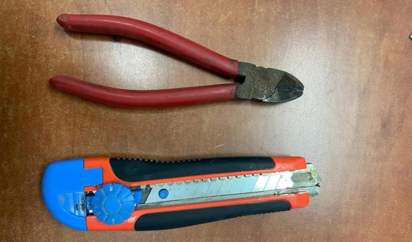 כלי הפריצה שנתפסו ברשותו של החשוד (צילום: דוברות המשטרה)