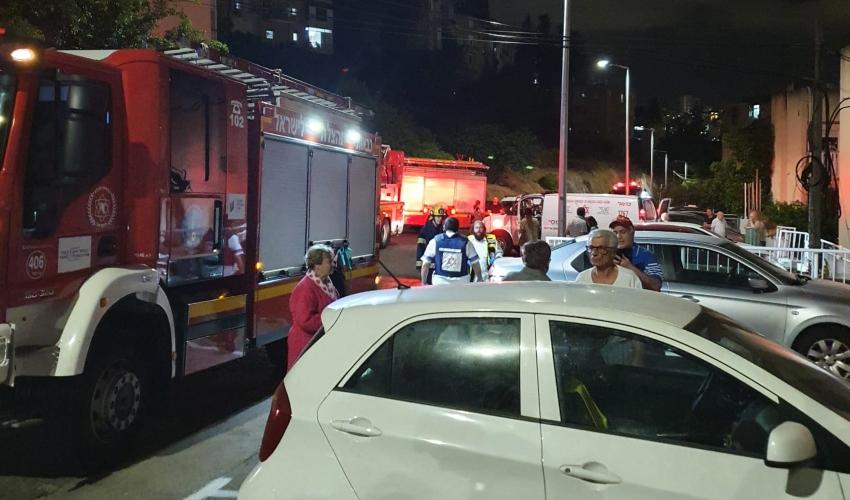 שריפה ברחוב זאב בנין (צילום: דוברות כבאות והצלה)
