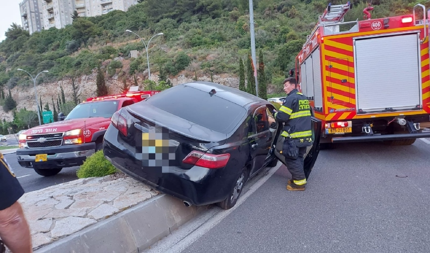 תאונת דרכים עצמית ברחוב נחל הגיבורים (צילום: דוברות כבאות והצלה)