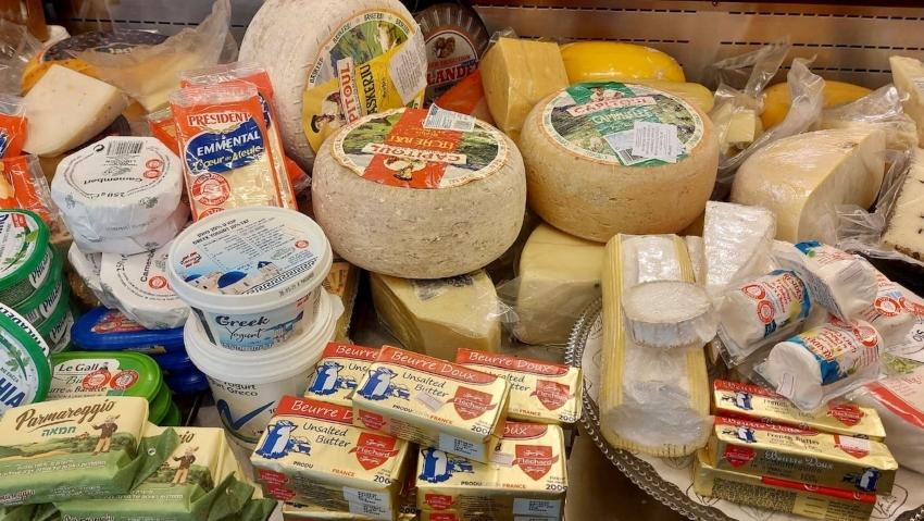 גבינות תוצרת חוץ (צילום: עומרי כריספין)