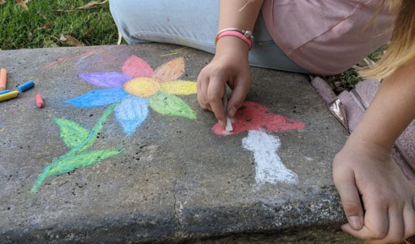 ציורי גיר בקרית אליעזר (צילום: יובל שמר)