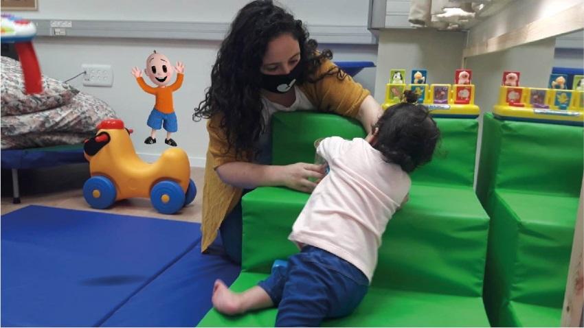 נינה אוזור, פיזיותרפיסטית במכון להתפתחות הילד במרפאת ארמון (צילום: דוברות כללית)