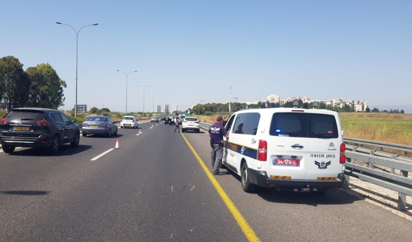 זירת התאונה בכביש 22 (צילום: דוברות המשטרה חוף)
