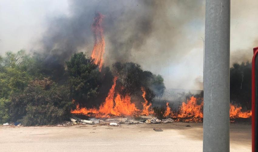 שריפה בצ'ק פוסט (צילום: דוברות כבאות והצלה)