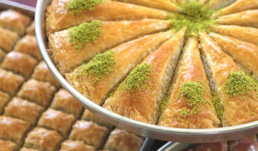"""כנאפה מעולה תוצרת בית (צילום: דף הפייסבוק של """"ממתקי זייתונה"""")"""