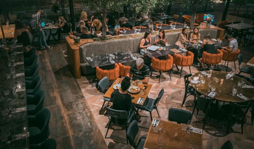 חלל המסעדה עוצב בצורה חדשנית (צילום: אסף קרלה)