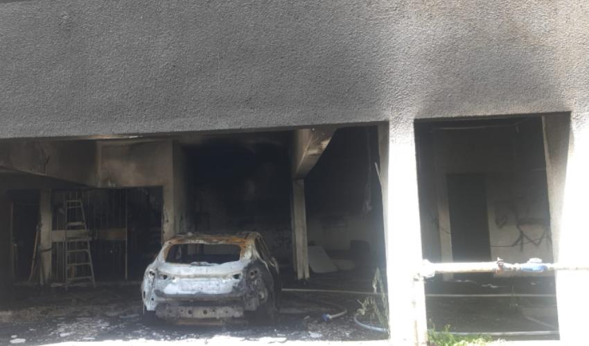 שריפה בבניין מגורים ברחוב החשמל (צילום: דוברות כבאות והצלה - חוף)