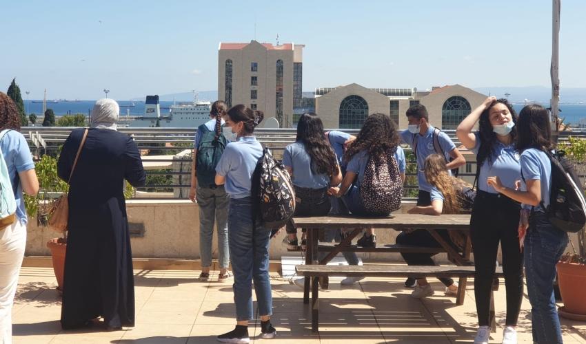תלמידים יהודים וערבים במפגש במוסד האקדמי ויצו (צילום: אביטל בר-שי)