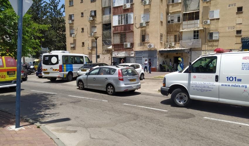 זירת אירוע האלימות ברחוב האסיף בקרית אתא (צילום: דוברות איחוד הצלה)