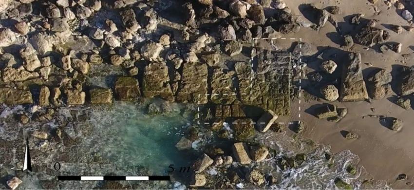 בסיס השער מתקופת הברזל. (צילום: אריה פסו)