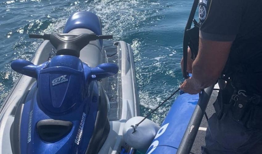 חילוץ בלב ים (צילום: דוברות המשטרה)
