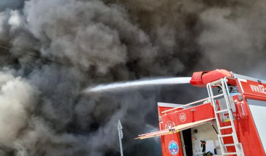 שריפה גדולה בחוף שמן (צילום: דוברות כבאות והצלה - חוף)
