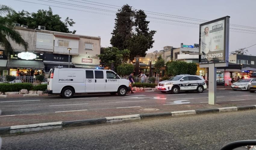 רימוני הלם הושלכו לעבר בית עסק במרכז זיו (צילום: דלית זהבי)