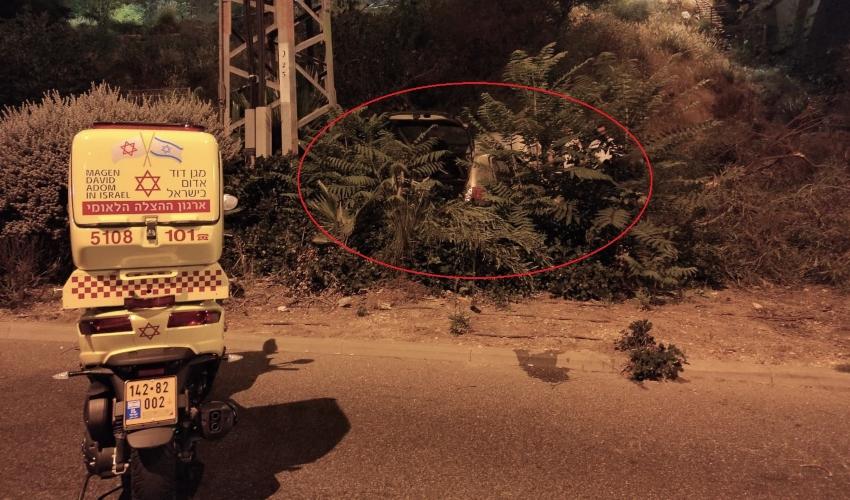 רכב נפל מגובה בגשר הגיבורים (צילום: חדר מצב ארצי)