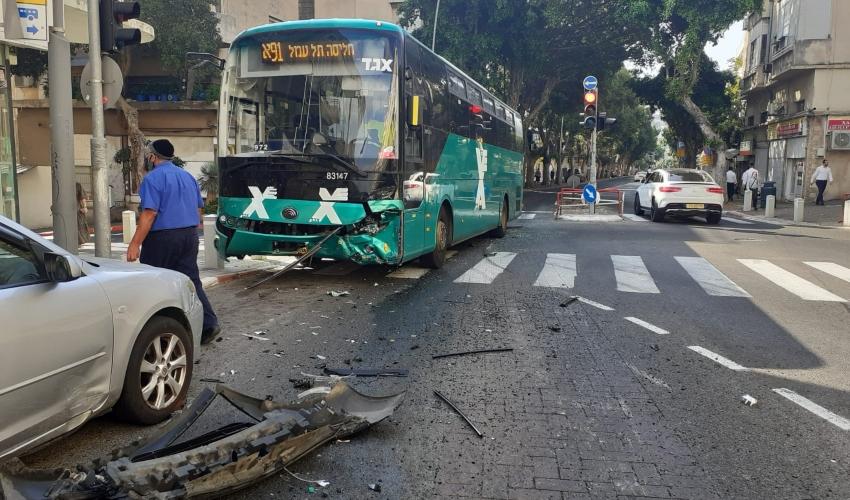 תאונה ברחוב הרצל (צילום: דוברות איחוד הצלה)