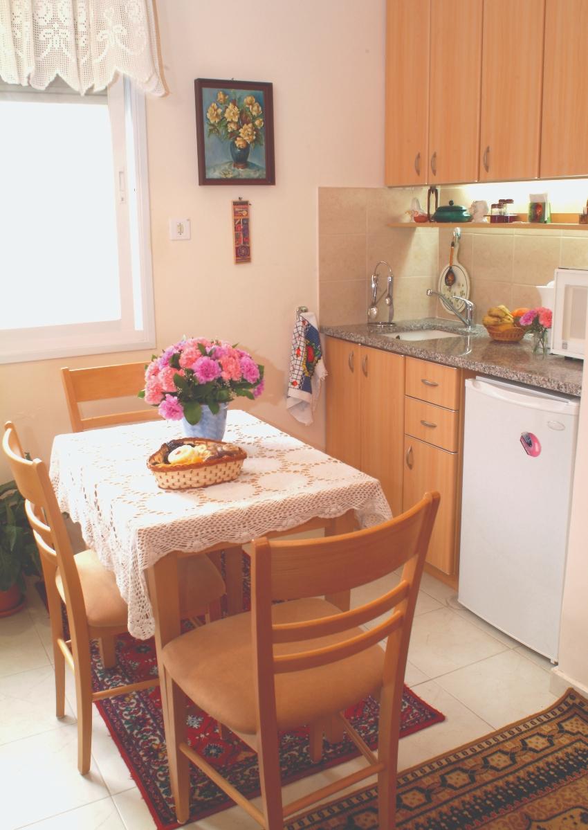 """מטבח מפנק בדירה מרווחת (צילום: צוות """"אחוזת בני ברית"""")"""