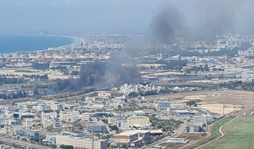 שריפת קוצים מתפשטת במפרץ חיפה (צילום: דוברות כבאות והצלה)